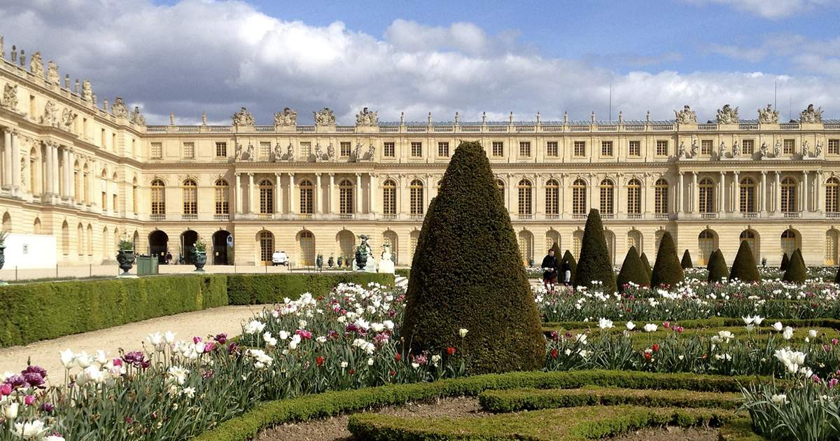 Palace of Versailles & Gardens Guided Tour