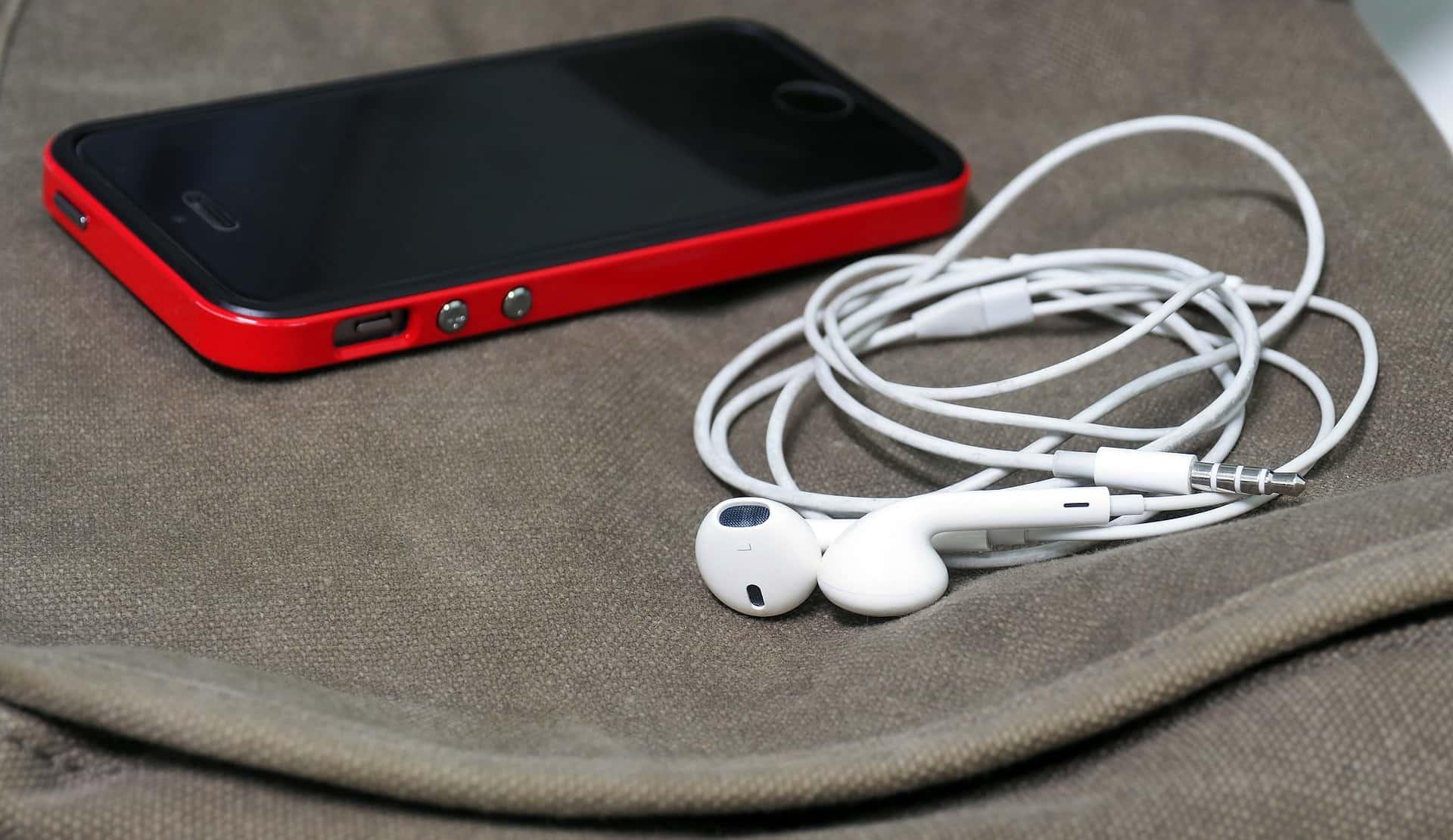 headphones-1088732_1920