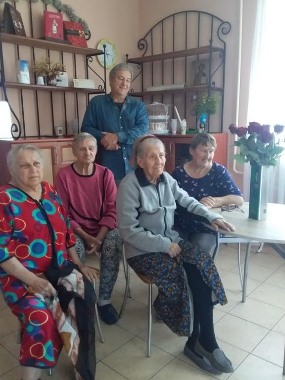 День рождения в доме для престарелых