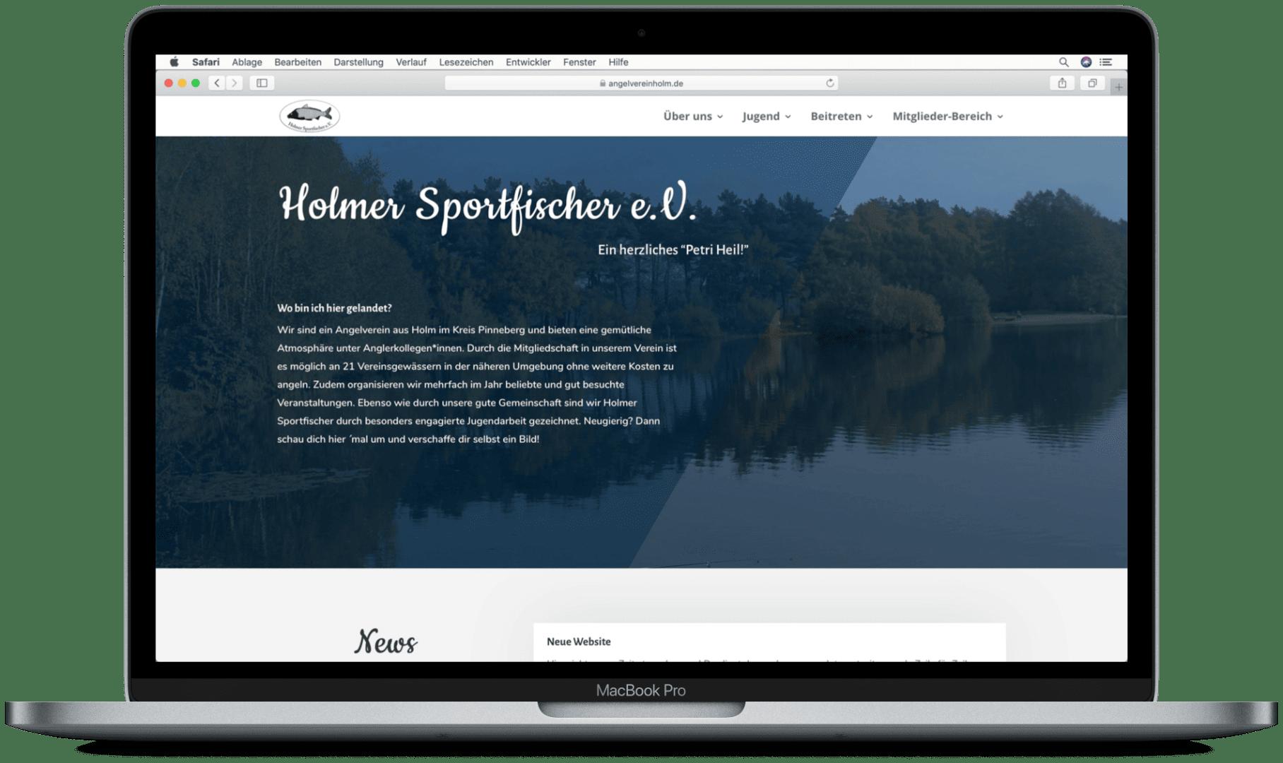 Website des Holmer Sportfischer e.V. auf einem Laptop mit Ansicht der Startseite.
