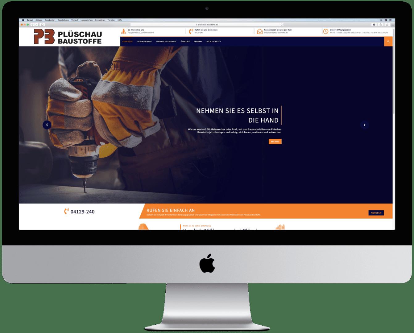 Website von Plüschau Baustoffe auf einem Computer mit Ansicht der Hauptseite.