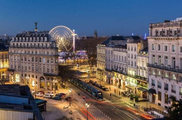Bordeaux by night tour french linguistic stay