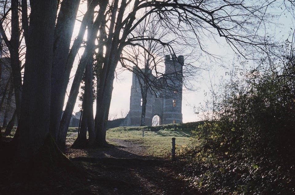 Les abords du Château de Bressieux à l'Hasselblad 500 C/M