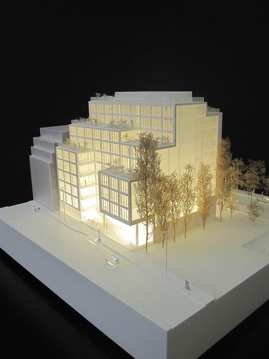 maquette blanche et lumineuse du 25-27 rue de Tolbiac par M. Vilo Bach au 1/150ème