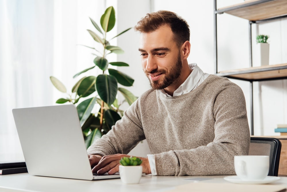 Astute Copy Blogging, earn money from the blog, helping you make a living from your blog, Making money online made easy, Join us to start making blogs and writing articles to earn money.