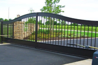 Residential entryway gate