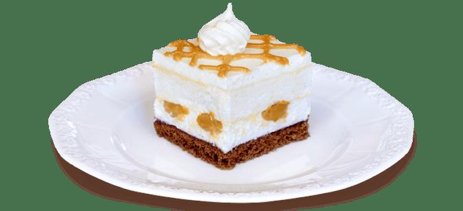 Kawałek ciasta z bezą i kajmakiem na talerzyku