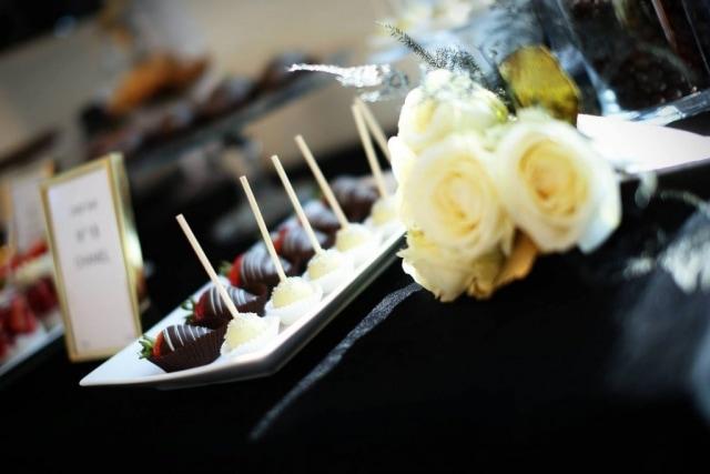 Słodki Stół w stylu Chanel - Cake Popsy