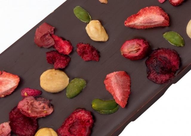 czekolada deserowa z owocami i orzechami