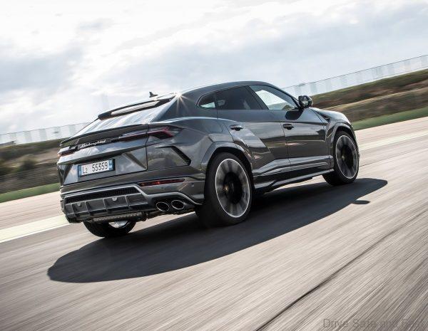 Lamborghini URUS rear quarter