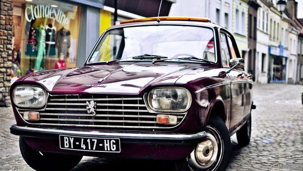 Peugeot 204 sedan front