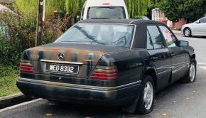 Mercedes-Benz W124 Model 220E