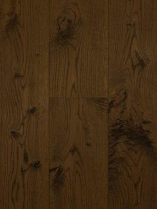 Deze bruine houten vloer is geschaafd