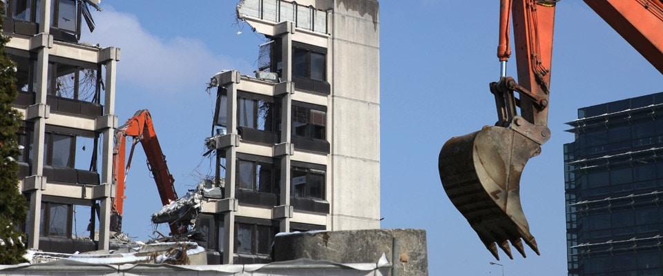 Interventi di demolizioni civili, industriali, controllate e chirurgiche