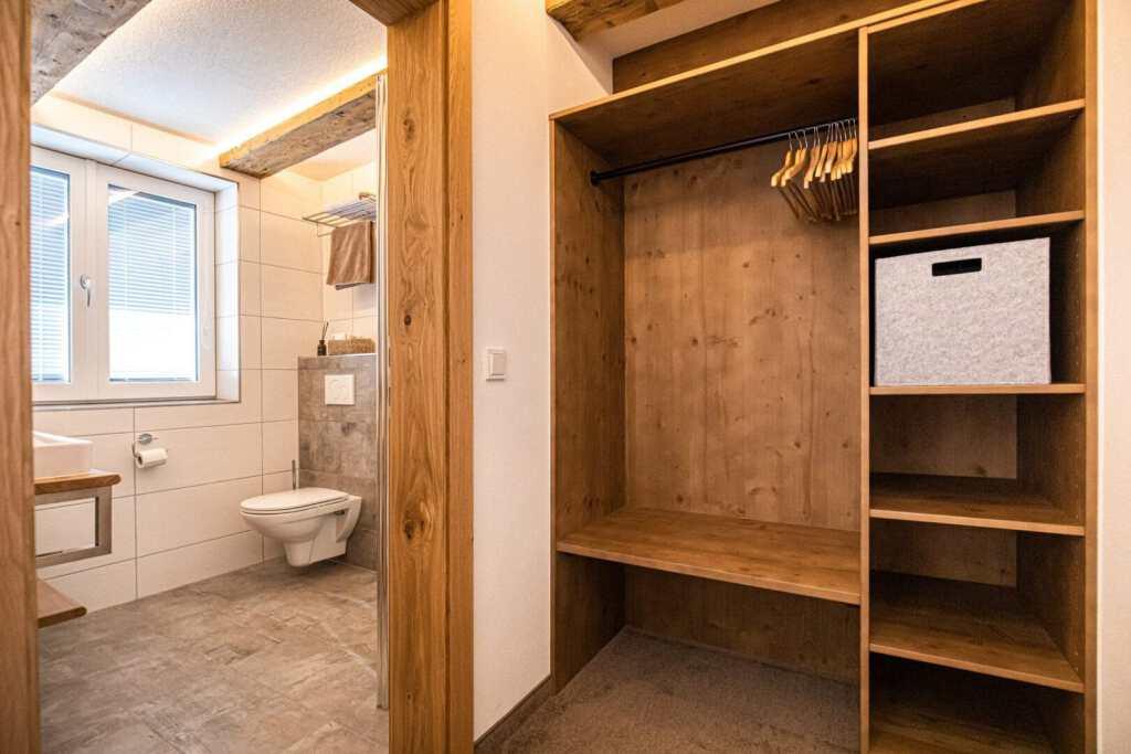 Garderobe und Bad