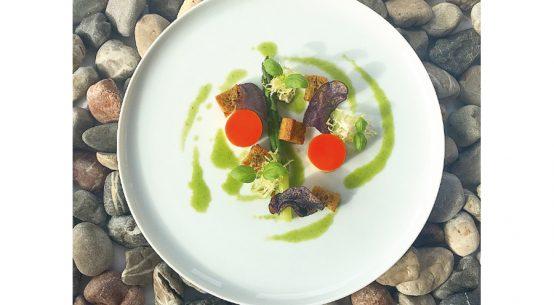 Rezept für grünen Spargel mit Paprika-Orangen-Mousse