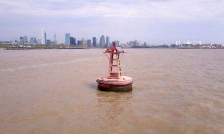 """""""Se ha procedido a fondear una boya en el Km 200,800 inicio del Canal Magdalena"""" informó la Cancillería argentina"""