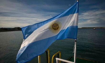 """""""El desarrollo de la hidrovía requiere una flota fluvial de bandera argentina"""""""