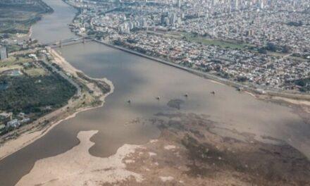 """Gobierno declara """"Estado de Emergencia Hídrica"""" por 180 días en la región de la cuenca del río Paraná"""