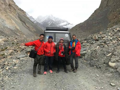 Hunza-Blossom-Tour-Vietnamese-Group-with-HunzaExplorers-1005