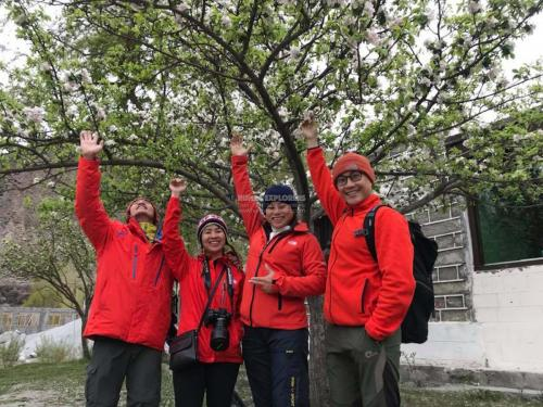 Hunza-Blossom-Tour-Vietnamese-Group-with-HunzaExplorers-1007
