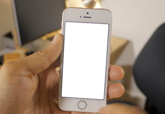 iphone-se-booting-up-1311364