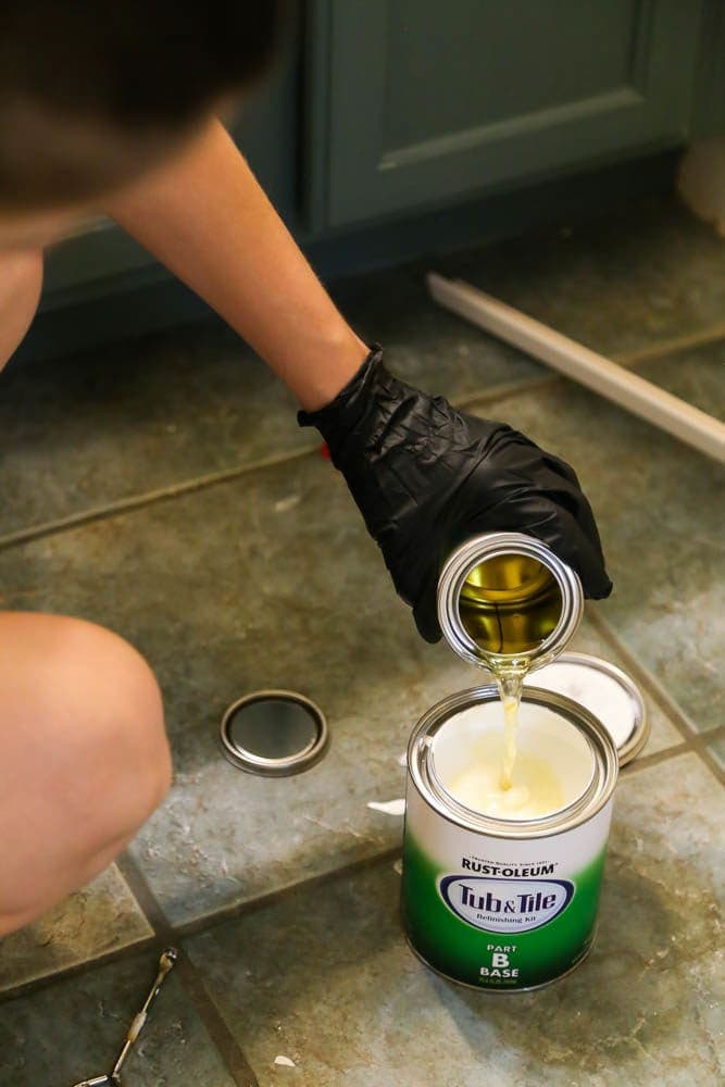 Mixing Rustoleum tub and tile epoxy