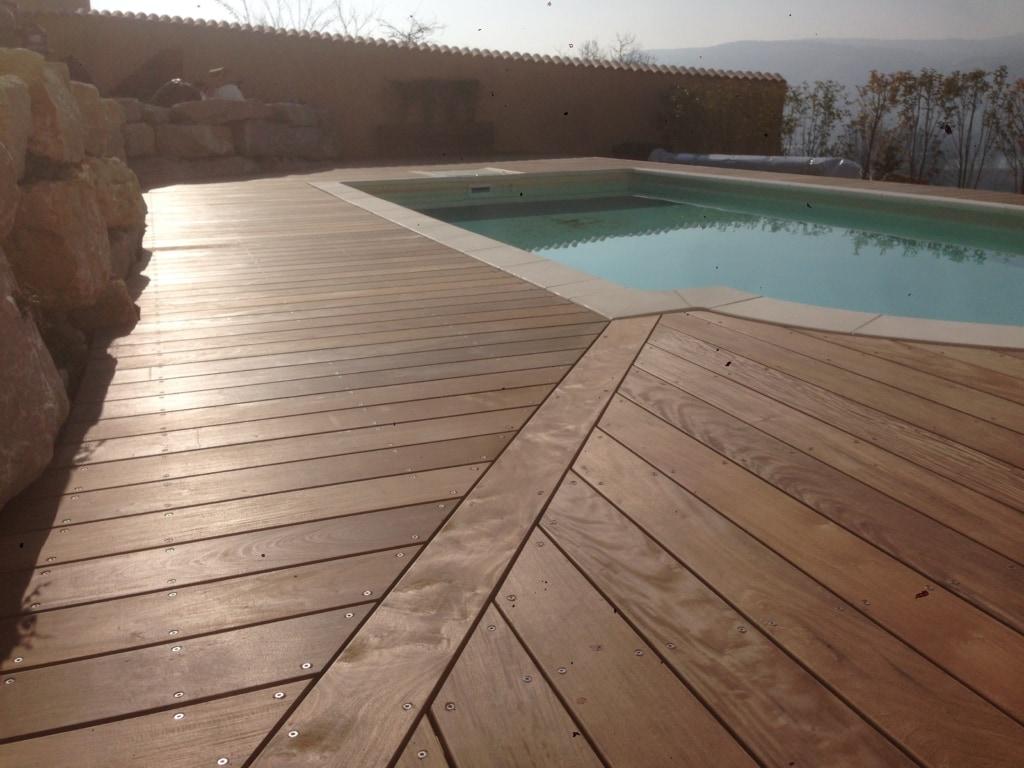 560-plage-de-piscine-en-bois-exotique-ipe-a-chasse-sur-rhone