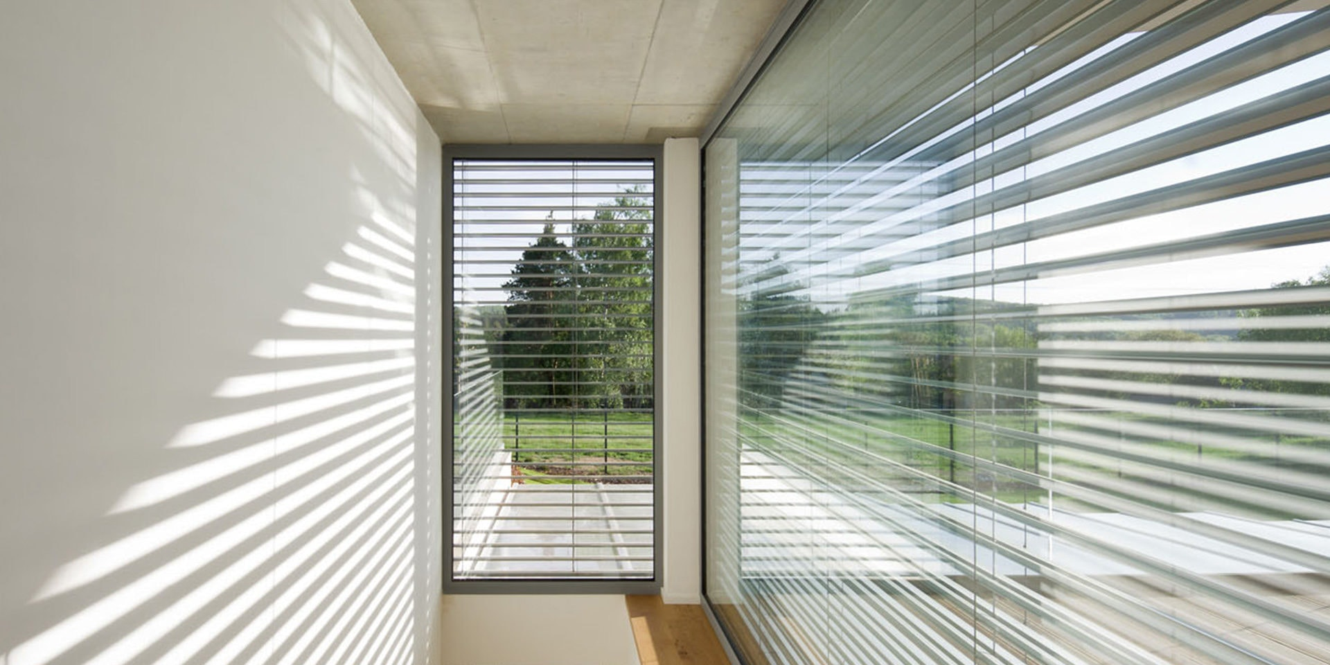 Outdoor blinds reduce the house temperature by up to 10 degrees. See what  other benefits they have. | NEVA