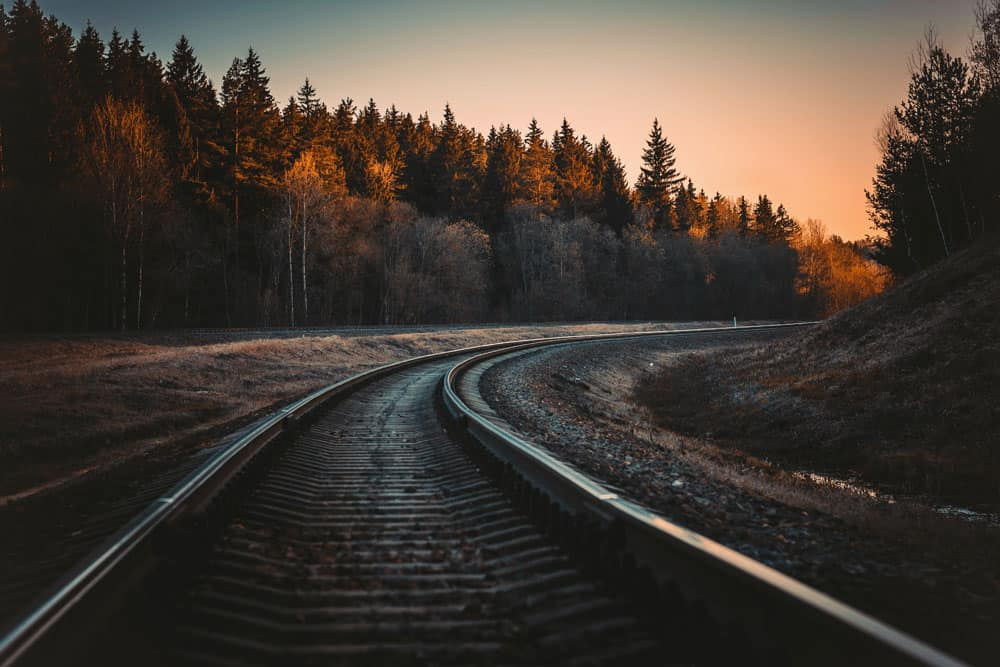 rail, leading lines example in photography