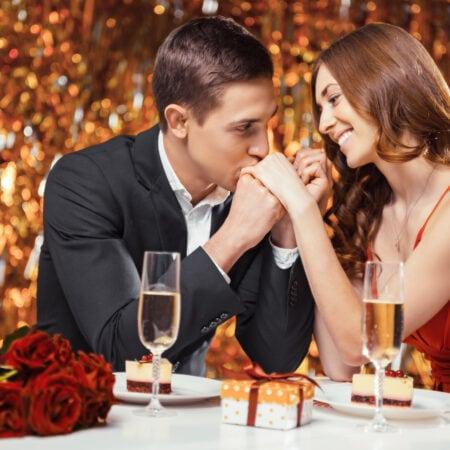 Questa è la stagione per essere fortunati: avere una relazione durante le festività natalizie