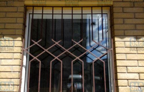 Решетки на окна в кирпичном доме