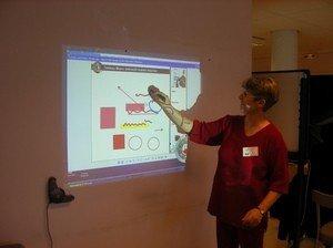 Genies du Multimedia - Speechi sur un mur et professeur en pleine action...