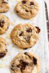 biscuits au chocolat aux chips de pommes de terre chargés de chocolat et de chips
