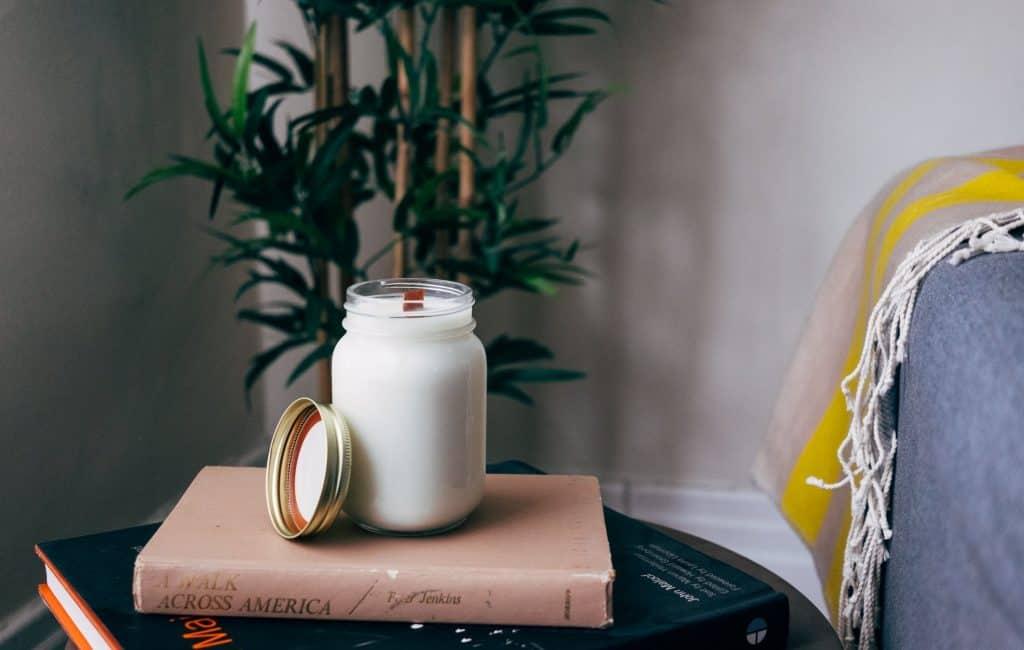 diy-organic-candle_blog_ideas_that_make_money