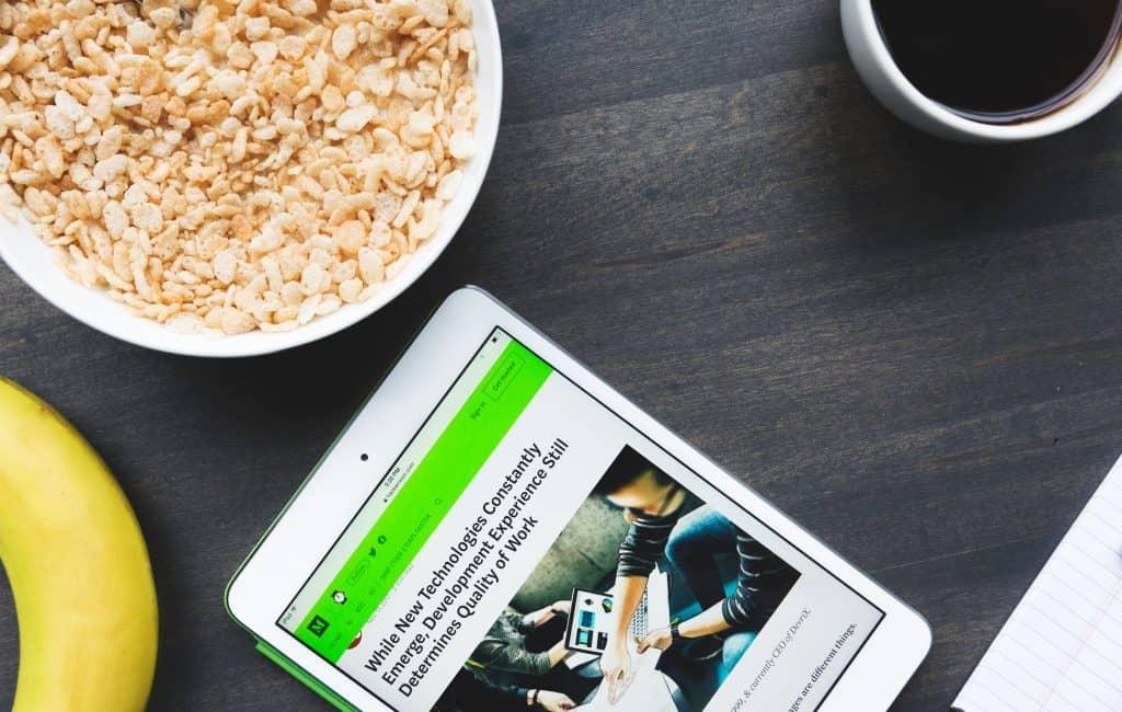 reading-blogpost-during-breakfast