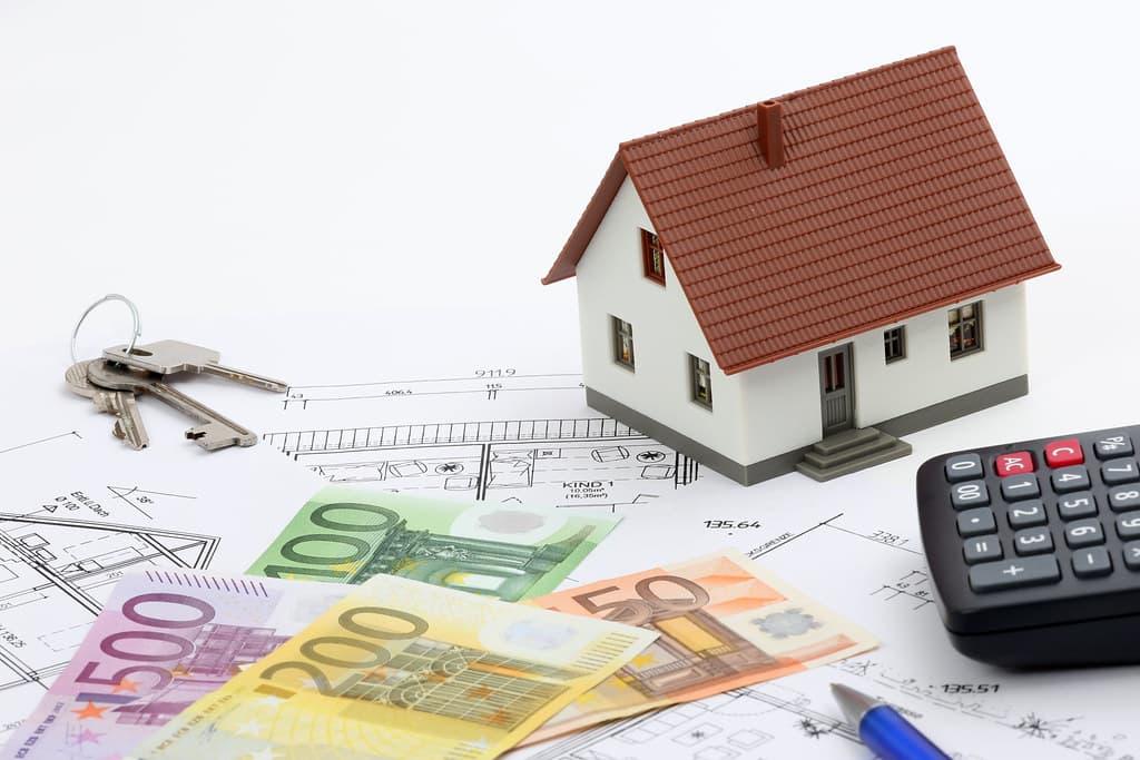 Partner für Baufinanzierung, die Baugeldbörse, vergleicht für Sie die aktuellen und besten Konditionen der Finanzierungsanbieter. Er ist bankenunabhängig spezialisiert auf Finanzierungsvermittlung. Wir finden für Sie den optimalen Weg Ihrer persönlichen Baufinanzierung und zum Eigenheim. Auch für eine Anschlussfinanzierung oder Umschuldung eines bereits bestehenden Darlehens findet unser Baufinanzier aus verschiedenen Top-Angeboten die für Sie attraktivste Variante. Holen Sie sich unverbindlich das optimale Angebot für Ihre geplante Baufinanzierung.