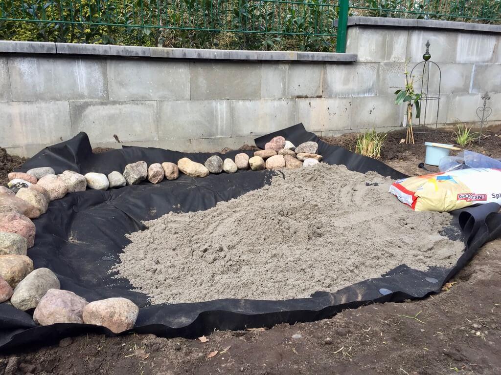 natur Sandkiste mit Spielsand befüllen