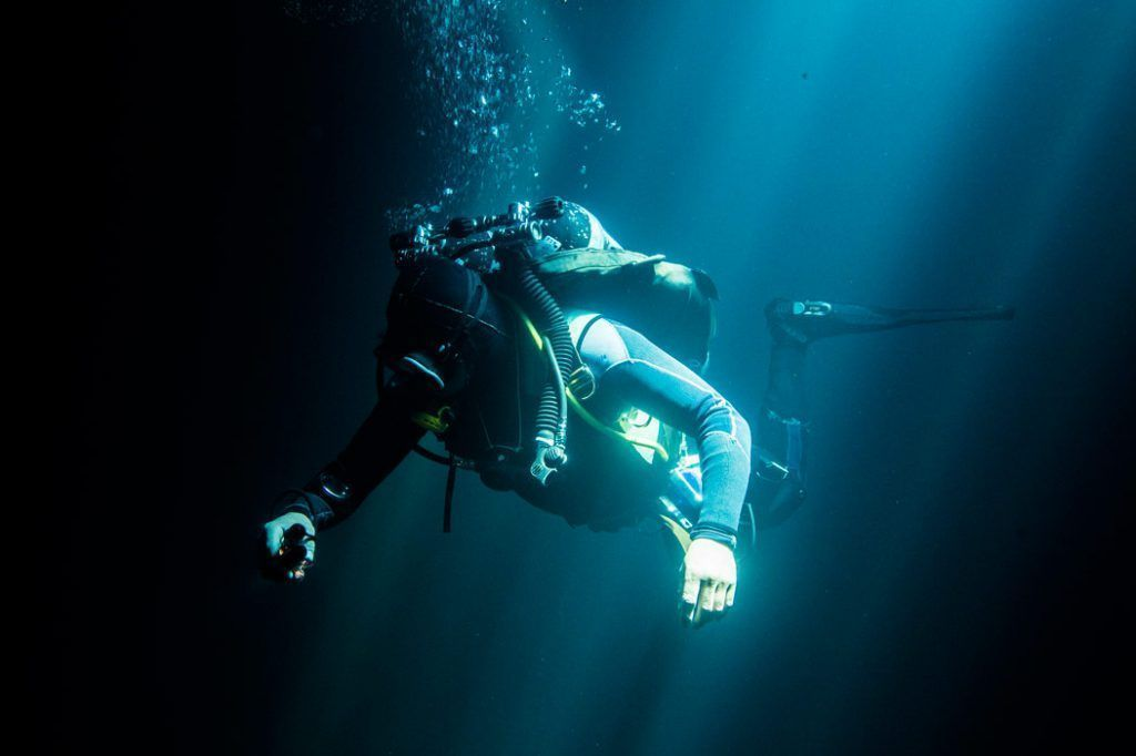 cenote diving Cancun cavern diving