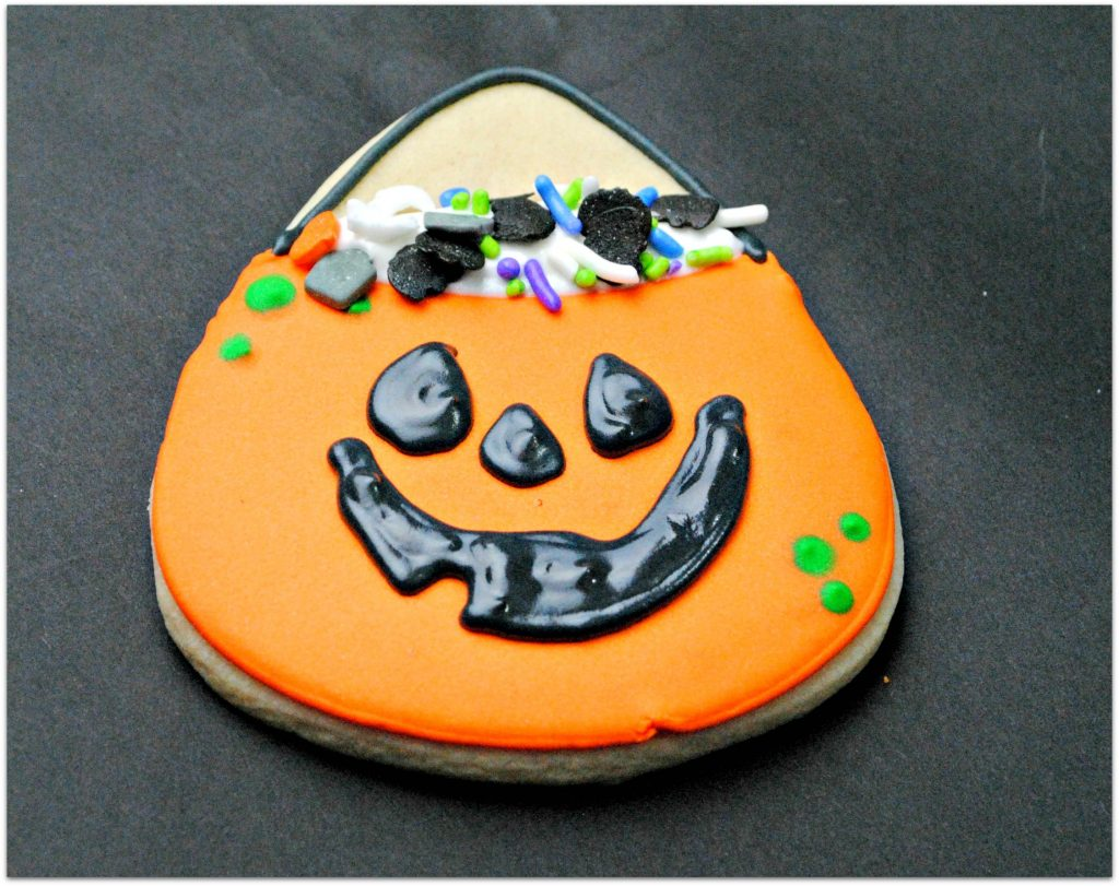 I don't know why I've never thought of making Halloween Candy Bag Cookies. It's such a creative idea for celebrating a fun holiday!
