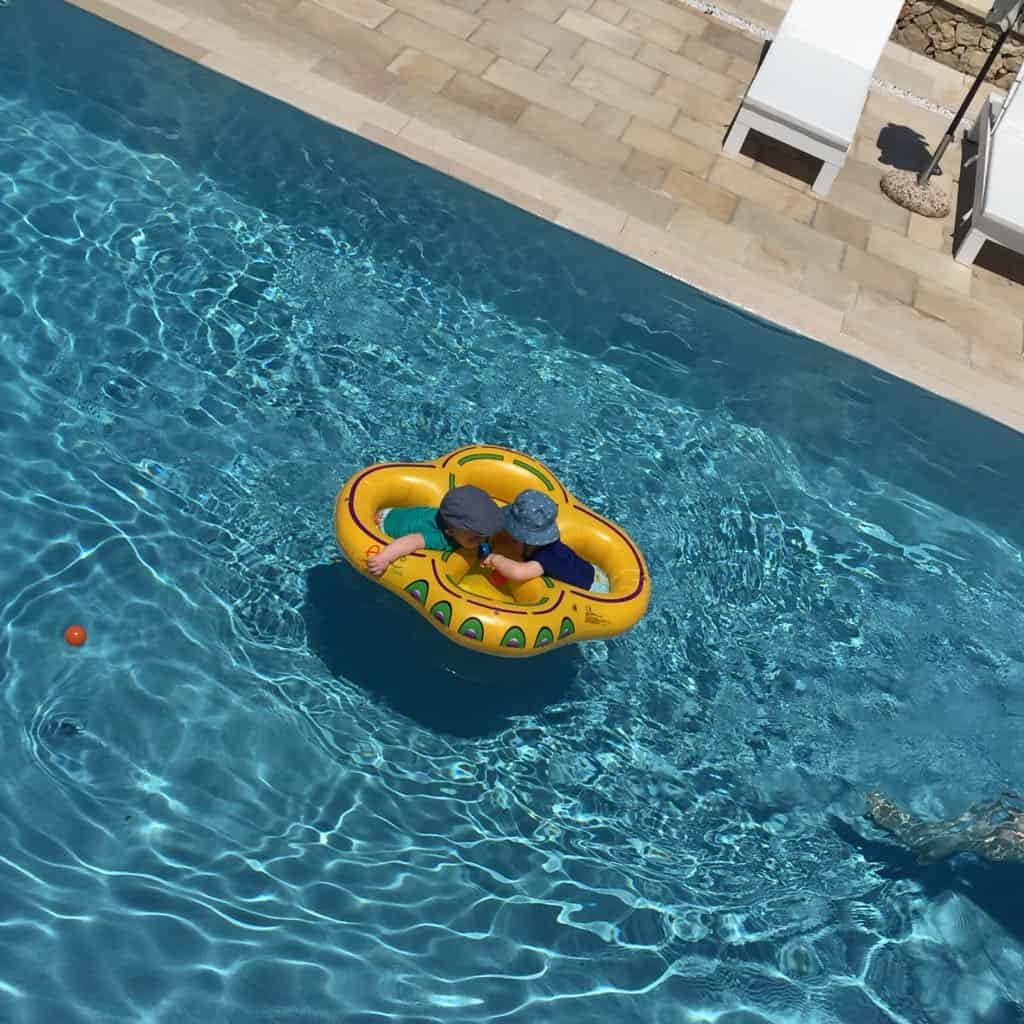 twins swim ring