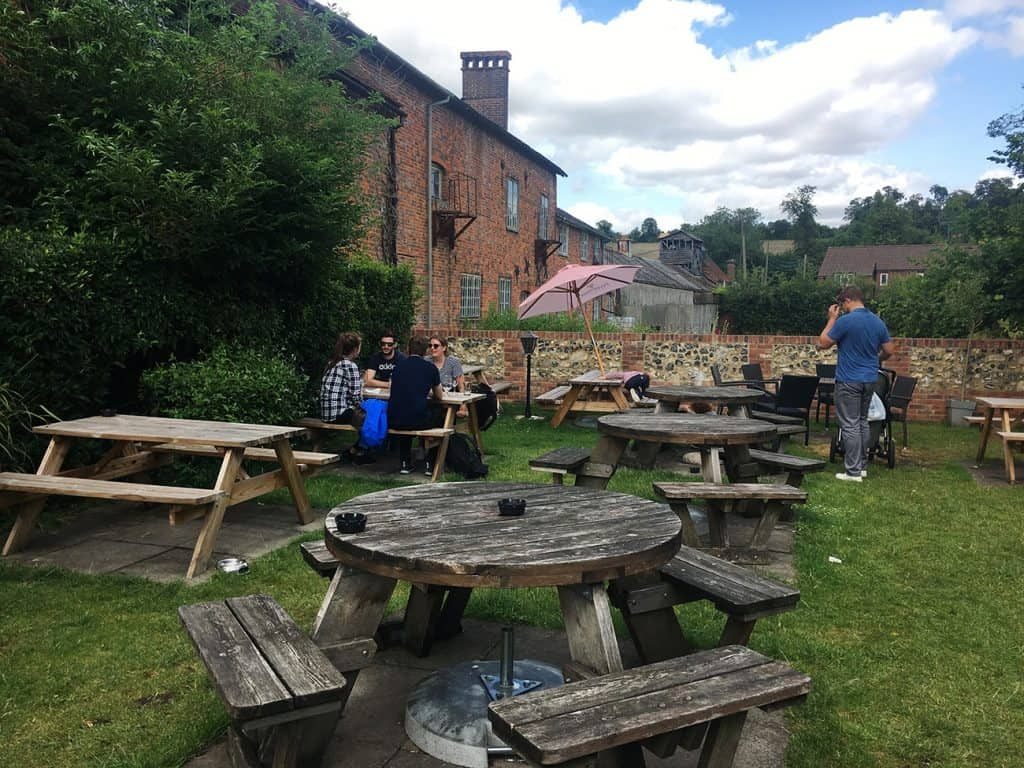 OLD AMERSHAM PUB: THE ELEPHANT AND CASTLE'S GARDEN