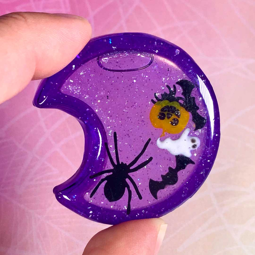 UV Harz Shaker, Lila Halbmond, Halloween Schmuck Anhänger von PixieCrafting