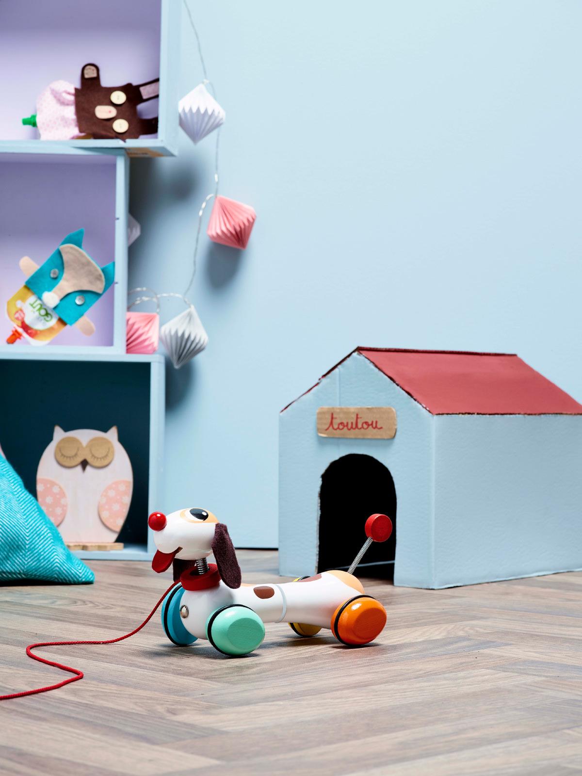 frederickandsophie-toys-vilac-wooden-toutou-dog-pull-along