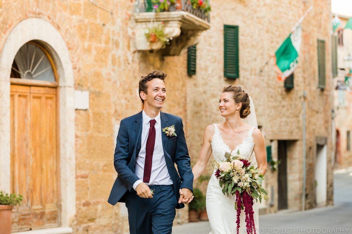 wedding photo session in a tuscan village
