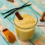 Антивозрастной смузи с куркумой и кокосовым маслом