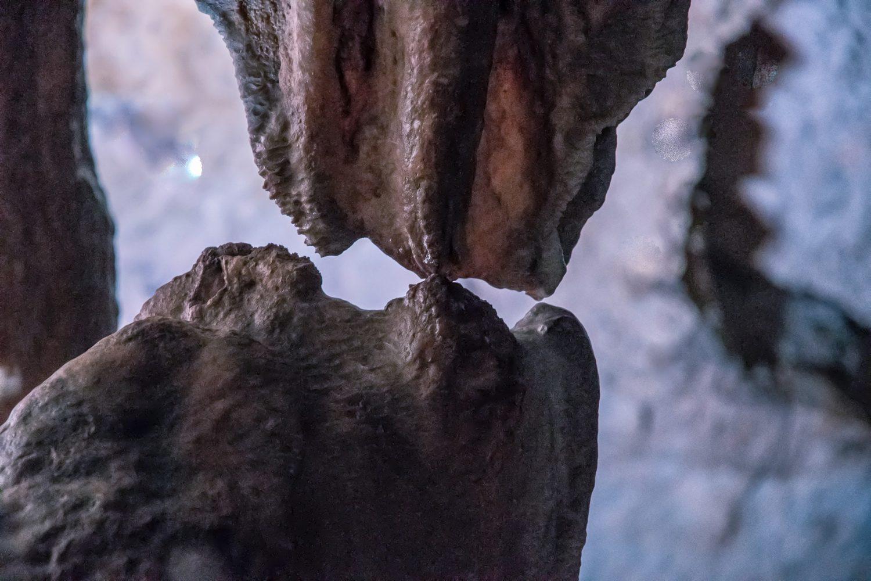 bacio grotte di pertosa auletta, stalagmiti e stalagtiti che si congiungono cilento il cilentano vallo di diano