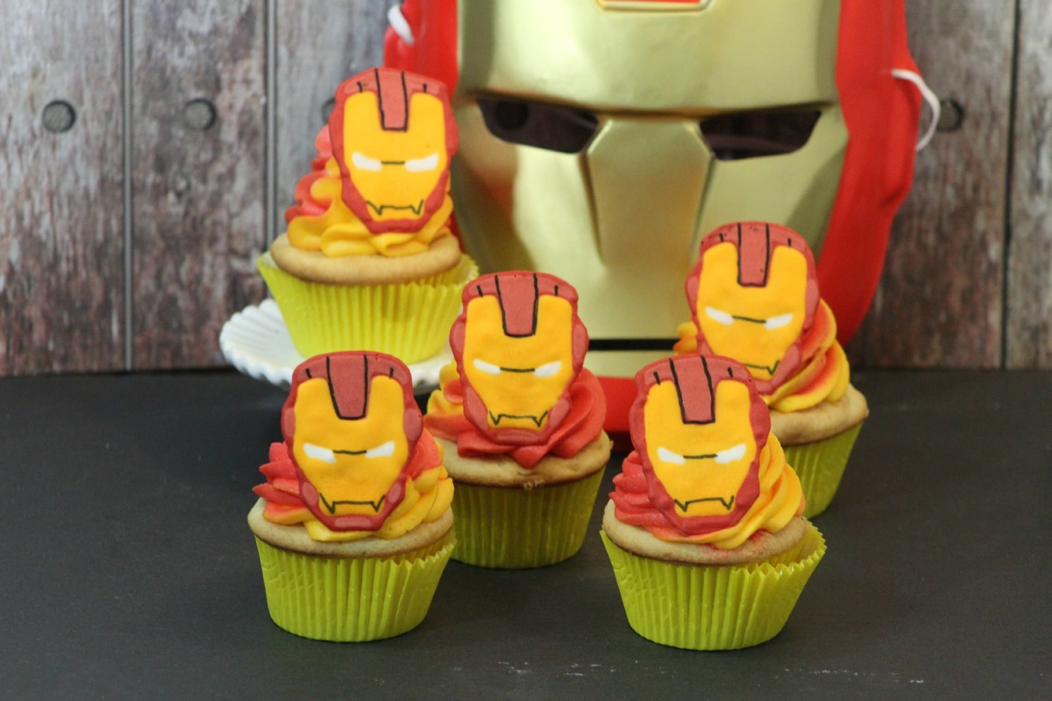 Who's ready for Iron Man Cupcakes? Have you decided who you're going to support in Captain America: Civil War? I know which team I'm on!