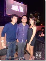 Globe's Social Media Manager, Coy Caballes, sandwiched by the Dreyfuses! Haha! (photo courtesy of WhenInManila.com)