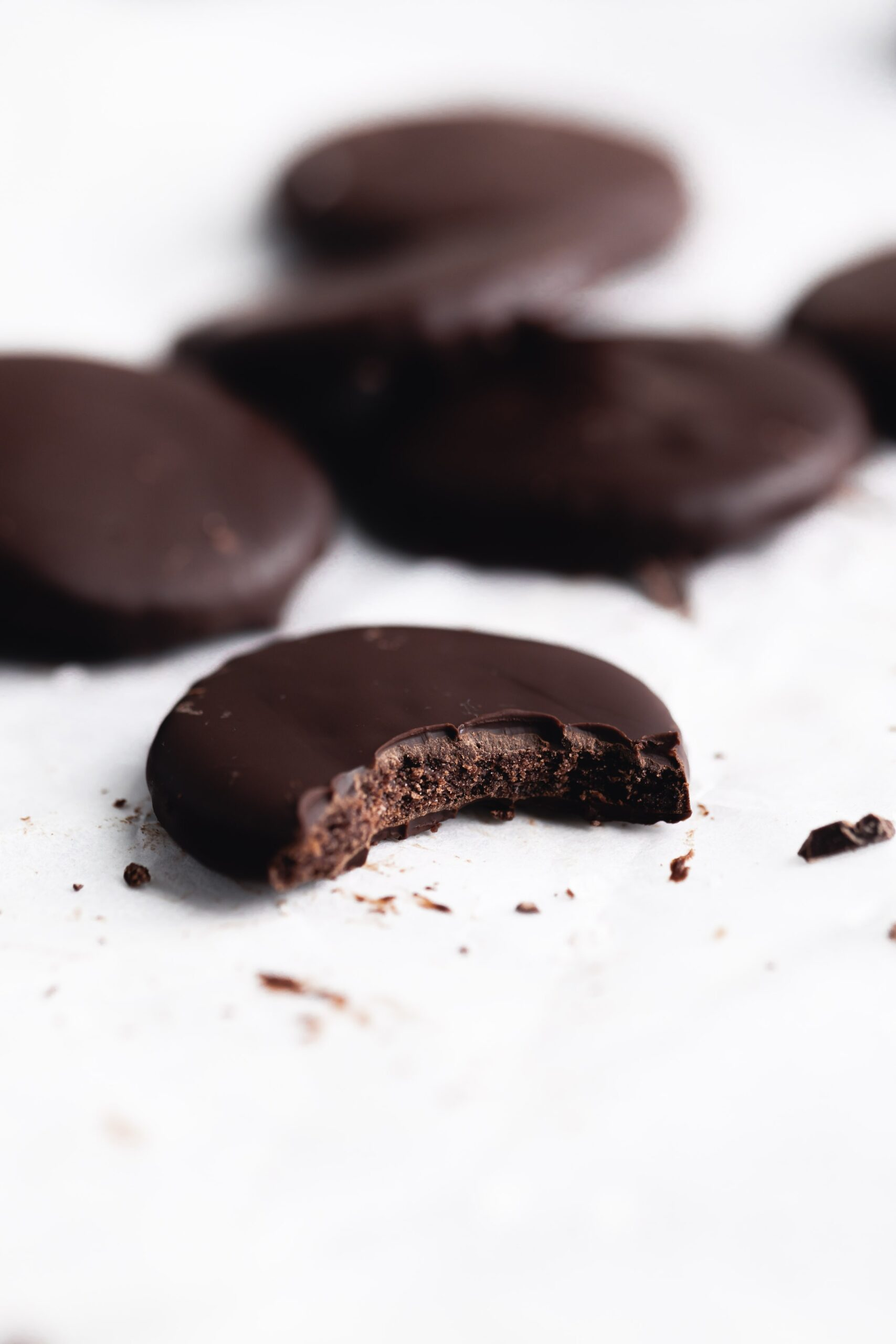 I think we can all agree that thin mints are by far the best girl scout cookie. So we lightened them up to make these gluten free healthy thin mints!